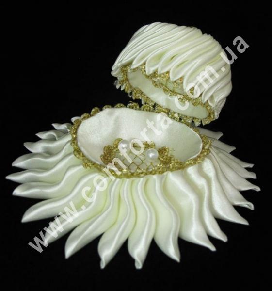 свадебная подставка для обручальных колец в форме ракушки, размеры - 10 х 15 см, цвет - кремовый, материал - ткань