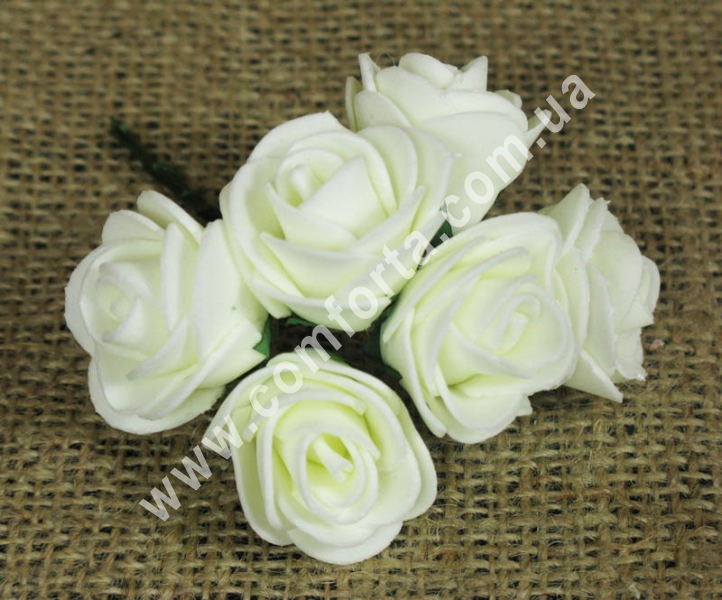 Букетик роз из латекса (6 шт), высота - 11 см, цвет - кремовый