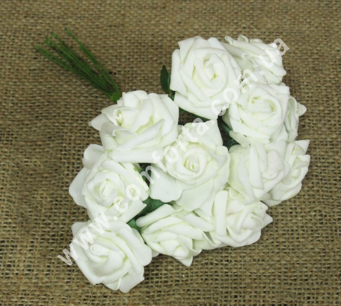 Букет роз из латекса (12 шт), высота - 18 см, цвет - кремовый