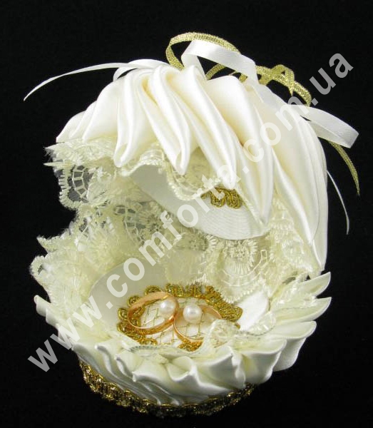 свадебная подставка для обручальных колец в форме ракушки, размеры - 13 х 13 см, цвет - кремовый, материал - ткань
