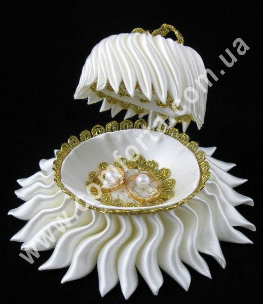 свадебная подставка для обручальных колец в форме ракушки, размеры - 10 х 15 см, цвет - белый, материал - ткань