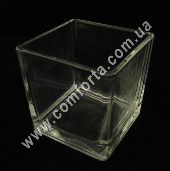 стеклянная ваза в форме квадрата, высота - 12 см, ширина - 12 см, длина - 12 см