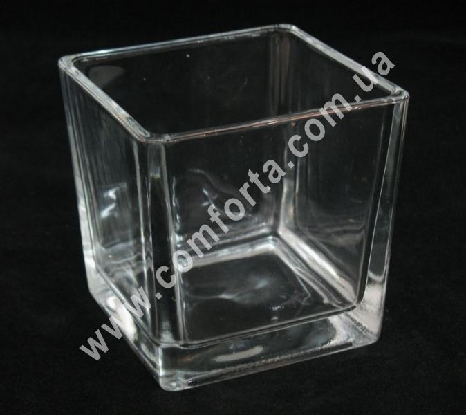 стеклянная ваза в форме квадрата, высота - 10 см, ширина - 10 см, длина - 10 см