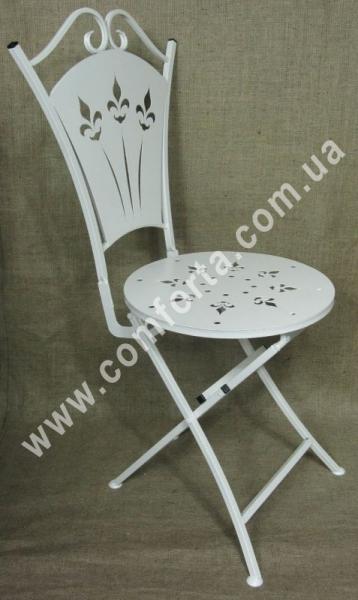 металлический раскладной стул белый, высота - 1 м, ширина - 50 см