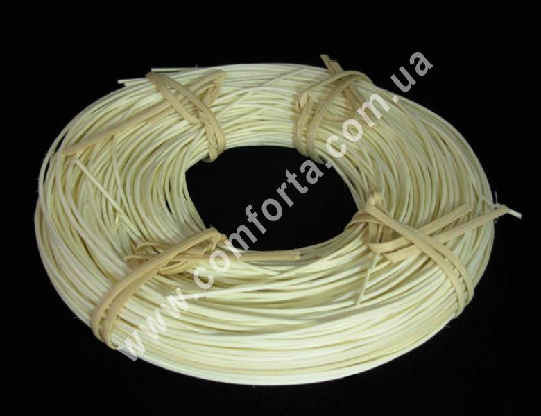 ветка ротанга белая, длина - 2-3 м, диаметр - 1,5 мм, декор искусственный