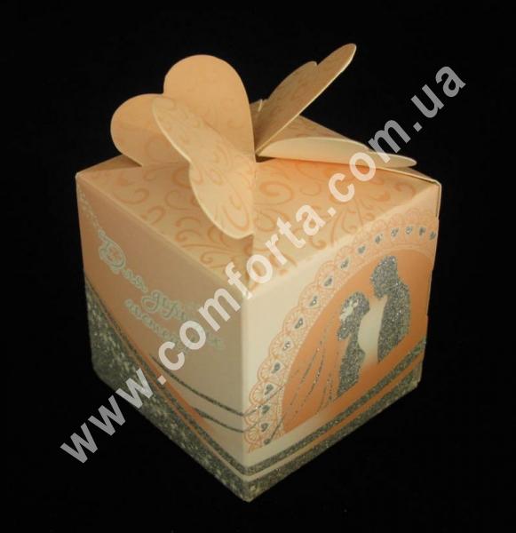 коробочка для конфет персиковая, размеры - 6 см х 6 см х 10 см, материал - картон